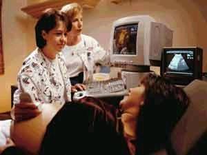 e33d77927edf3 فقد أخضع العلماء أكثر من 100 سيدة حامل لم يكن يعرفن جنس الطفل الذي يحملنه  للتجربة، وكانت النتيجة أن شكل بطن الأم الحامل لم يؤدي بالضرورة إلى تشخيص  صائب.