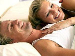 f98a9a0cbe4b6 تقول المؤلفة باروز  أنه بإمكان المرأة أن ترفع درجة حرارة زوجها عندما يشعر  أن زوجته في قمة الاستجابة وتشاركه مجالات جديدة من المتعة، ودخول المرأة هذا  العالم ...