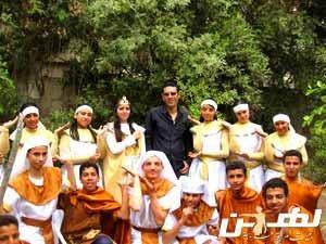 رضا عبد العزيز مع فرقة الصامتين للأداء الحركي