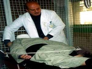 دكتور سامي أثناء أحد جلسات العلاج